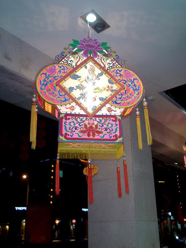 全部为泉州特色工艺制作,这些花灯/彩灯的风格及工艺完全不同于国内